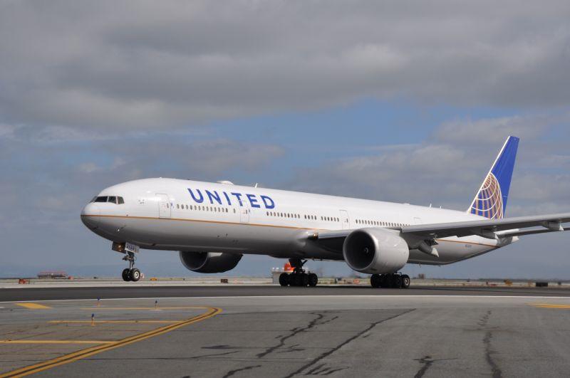 United airlines boeing 777 300 spaethflies